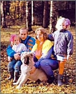 01putin-with-wife-and-kids-e1288354336316